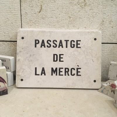 placa de calle de marmol barcelona piedra
